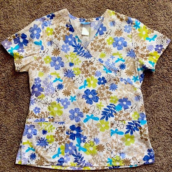 SB floral scrub top